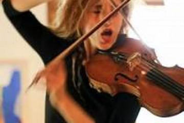 FESTIVAL PIEDNU / Charlotte Hug (CH) : Violon, voix. Lucas Niggli (CH) : Batterie
